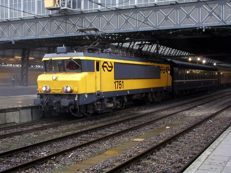 1751 at Amsterdam CS having just arrived with an overnight express from Wein Hbf on 28th November 2002