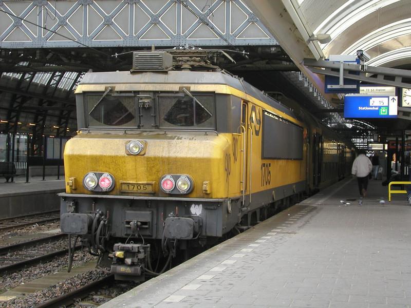 1705 at Amsterdam CS 28th November 2002