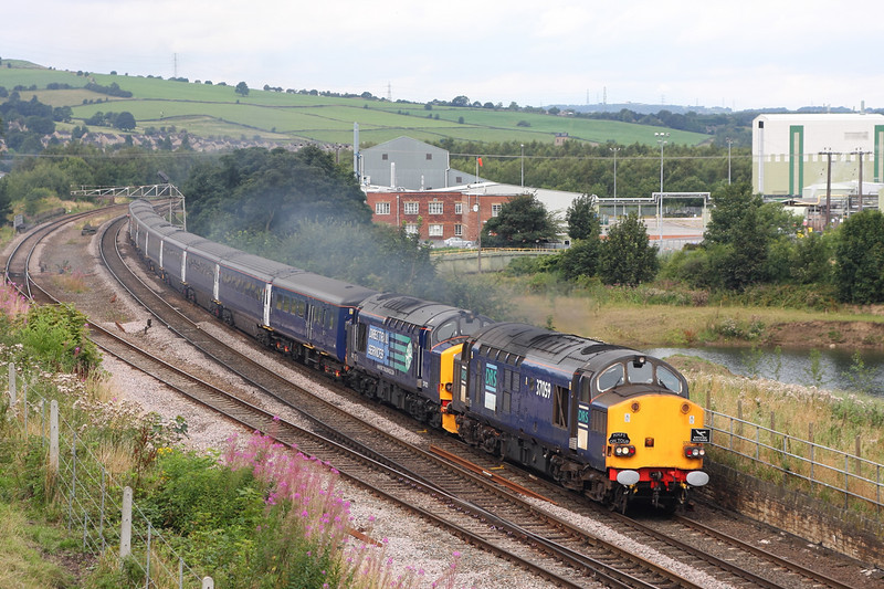 """37059+37423 passing Mirfield with a 1Z45 06:28 Wolverhampton to Cleethorpes """"Meridian Mariner"""" on 16th August 2008. Photo:- Nigel Cockburn"""