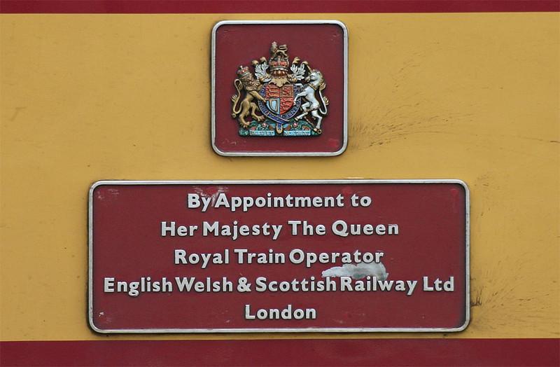Royal Warrant plaques - 47787 - 26/10/2003