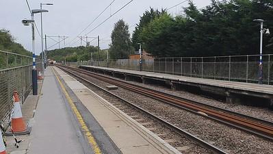66114 tnt 66206 passes Watton-at-Stone at 0932 on 0904/3J34 Royston to Harringay RHTT train, with wagons 613102 & 613103  02/10/21