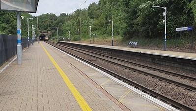 82213_91110 pass Welwyn North 1315/1A26 Bradford to Kings Cross LNER working   08/08/21