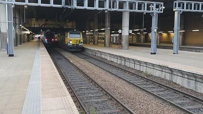 70020 passes through Manchester Victoria at 2008/6F34 Brindle Heath to Runcorn Folly Lane binliner working   23/06/21