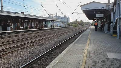 73964_73962 tnt 73965_73961 past Welwyn Garden City at 1446/1Z24 (1231) Tonbridge West Yard to Derby RTC. Stock is... 72612, 5981, 977868, 6264  24/10/21