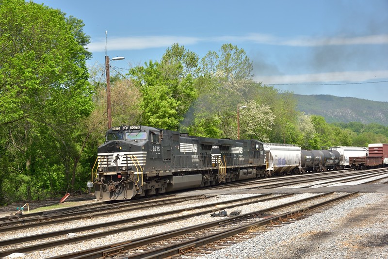 Norfolk Southern D9-40CW Nos.9275 / 9225 drag a mixed freight out of the yard at Shenandoah.<br /> <br /> 12  May 2015