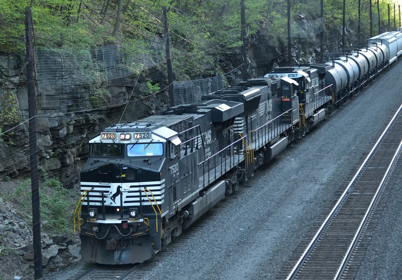 ES44DC No.7520 / SD70M No.2609 and D9-44CW No. 8767 wait at Cassandra for a path across the mountains and down to Altoona. PA.