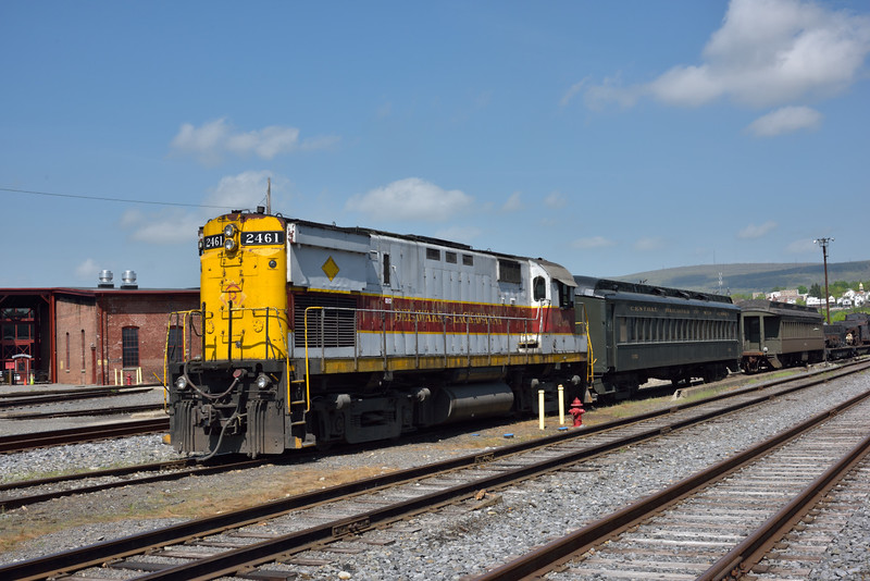 Delaware & Lackawanna ALCO C-425 No. 2461<br /> carries out a bit of shunting in the yard at Scranton.<br /> <br /> Steamtown. Scranton. PA.<br /> 10 May 2015