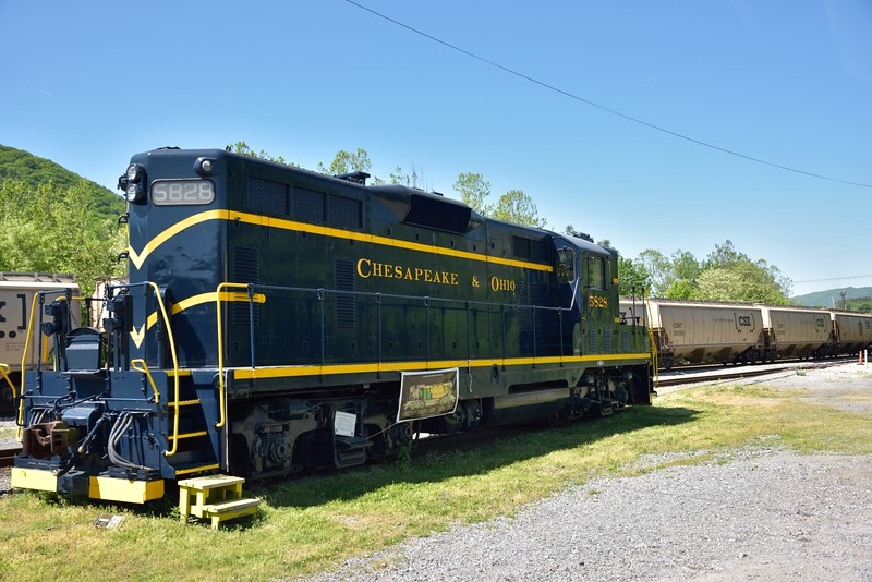Chesapeake & Ohio GP9 No.5828<br /> <br /> Clinton Forge, VA.<br /> <br /> <br /> 13  May 2015