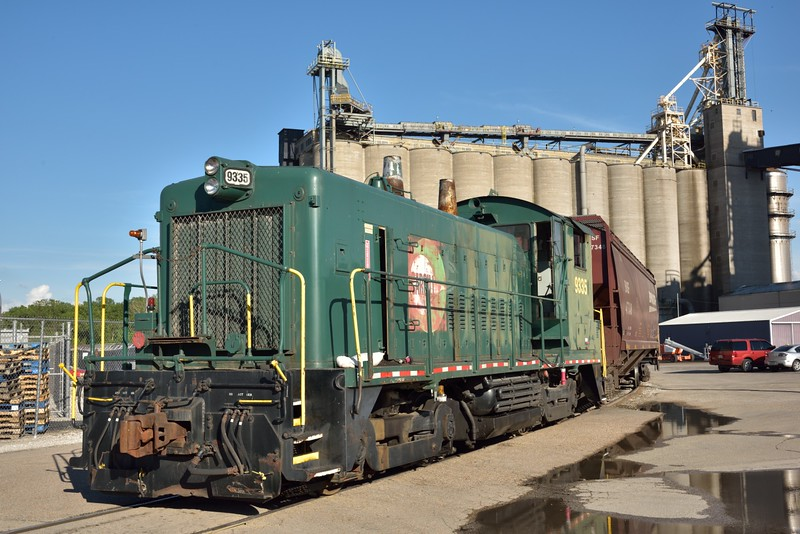Cargill Grain Company EMD SW1200 shunter No.9335<br /> St Louis .IL.<br /> <br /> <br /> 18  May 2015
