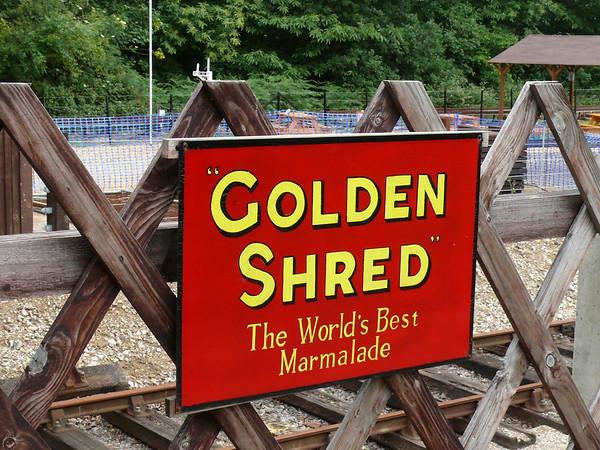 Old Sign, Holt Station [Golden Shred] 110616