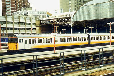 205009 at London Bridge on the 13th October 1998
