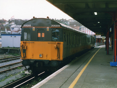 205205 rests at Hastings on the 19th December 1998