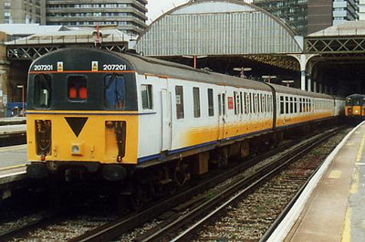 207201 at London Bridge on the 27th September 1999