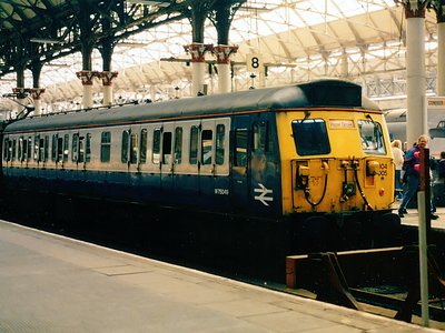 304005 rests at Manchester Piccadilly on the 17th September 1994