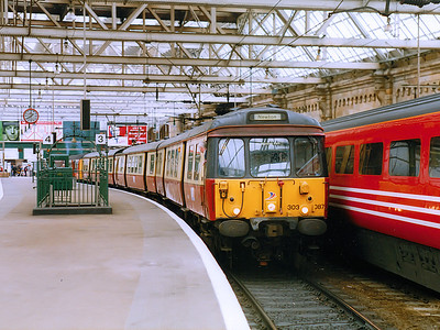 303087 at Glasgow Central in July 1998