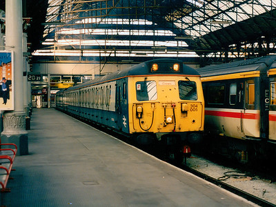 304005 at Manchester Piccadilly on the 17th September 1994