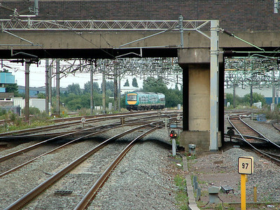 170104 hurries away from Nuneaton on the 8th August 2006