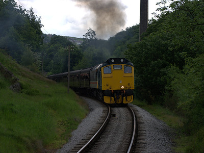 25059 give off copious amounts of exhaust as it rounds the corner into Haworth on the 6th June 2009