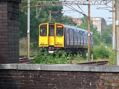 313054 scurries away from Finsbury Park on the 8th June 2007