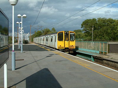 313038 arrives at Finsbury Park on the 2nd October 2006