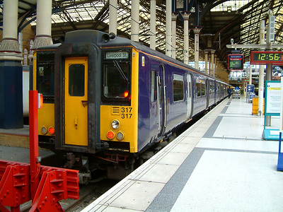 317317 stands at London Liverpool Street on the 15th February 2004