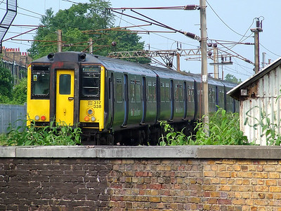 317338 hurries away from Finsbury Park on the 8th June 2007