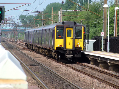 317342 flies the flag for the WAGN purple colour scheme as it passes Finsbury Park on the 8th June 2007