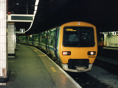 323220 pauses for custom at Birmingham New Street