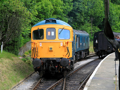 25059 & 33109 run round their train at Oxenhope on the 13th June 2010