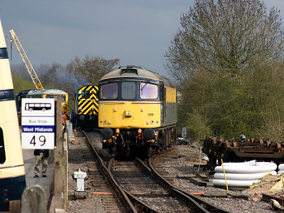 33019 ambles into the sidings at Shackerstone on the 19th April 2008