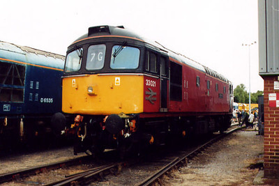 33021 at Old Oak Common TMD on the 5th August 2000
