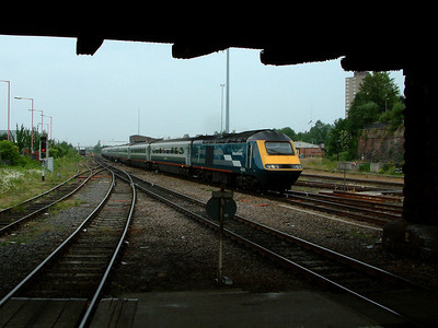 43043, with 43044 at the rear, pulls into Leicester on the 16th June 2006