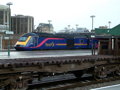 43005 brings up the rear of a service for London at Cardiff Central on the 7th December 2006