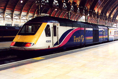 43032 at London Paddington on the 15th December 2001
