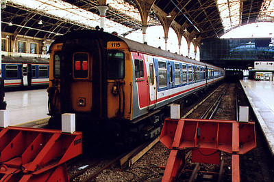 1115 stands at London Victoria on the 12th May 1999