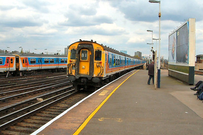 1581 arrives at Clapham Junction on the 20th April 2004