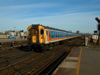 1539 brings up the rear of a Waterloo bound service at Clapham Junction on the 9th February 2004