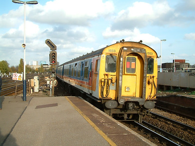 1553 scurries away from Clapham Junction on the 4th November 2003
