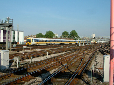 465015 follows a sister unit out of London Bridge on the 9th June 2006