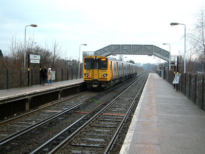 507009 scurries away from Bache with a service for Chester on the 22nd December 2006