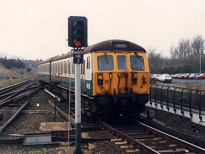 65449 - Bury ETD's spare class 504 DMBS - shoves a Manchester Victoria bound service out of Bury Interchange on a dull 3rd April 1986