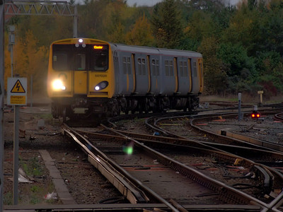 507026 rounds the curve into Chester on the 12th November 2006