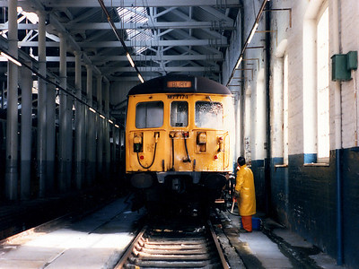 77174 receives some attention from the cleaner at Bury ETD on the 3rd April 1986