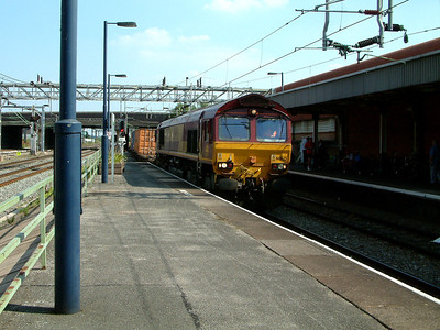 66025 rumbles through Nuneaton with an Intermodal working on the 25th July 2006