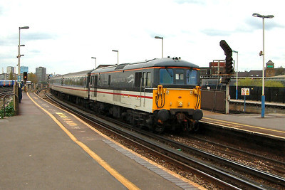 73201 storms through Clapham Junction on the 20th April 2004