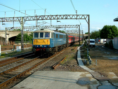 86233 at Bletchley on the 6th June 2003