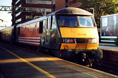 90012 at Watford Junction