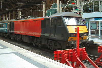 90005 awaits it's next turn at London Liverpool Street on the 20th April 2004