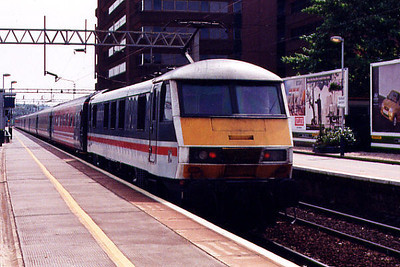 90003 stands at Watford Junction on the 4th May 1999
