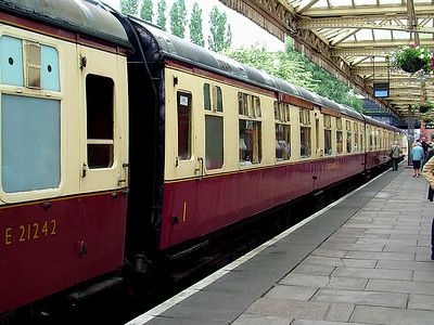 3092 stands at Loughborough Central on the 16th June 2007